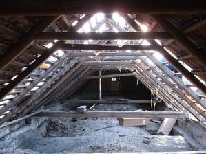 Pohľad na klembové stropy z povaly
