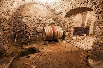 Jeden z hlavných pilierov nášho vinárstva okrem krásnych vinohradov a výborného vína :) Naša pivnica.