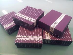 Právě mi přišli krabičky.. jsou taak nádherné, že fotím hned :-)
