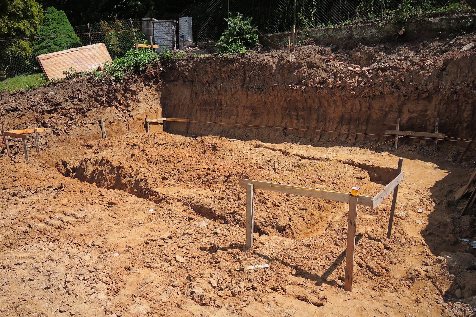 Stavba našeho bungalovu ve svahu - Obrázek č. 13