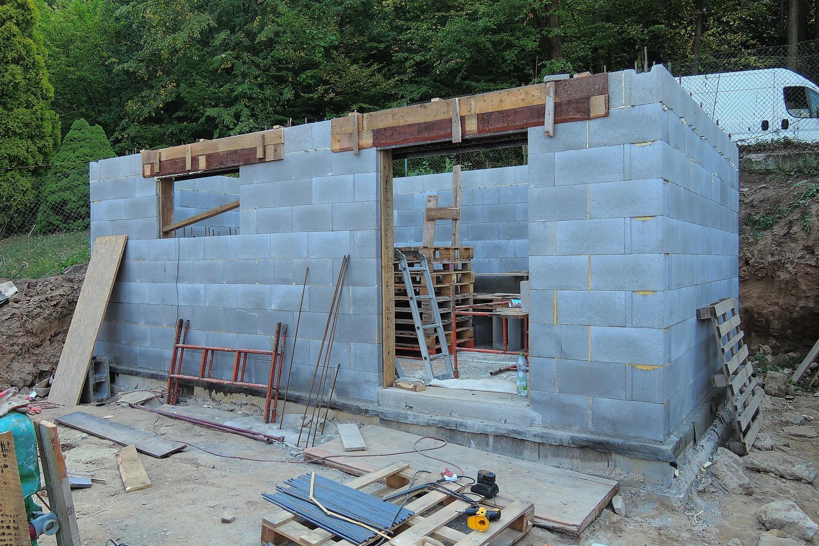 Stavba našeho bungalovu ve svahu - Obrázek č. 15