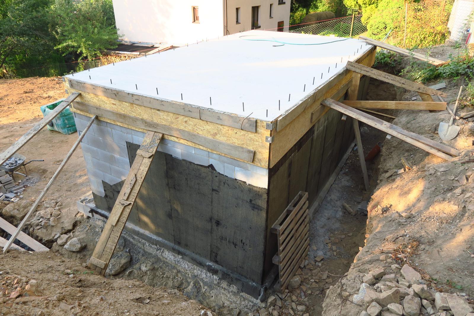 Stavba našeho bungalovu ve svahu - Obrázek č. 16