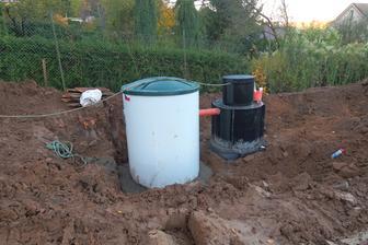 Domácí čistírna a menší nádrž na přečištěnou vodu
