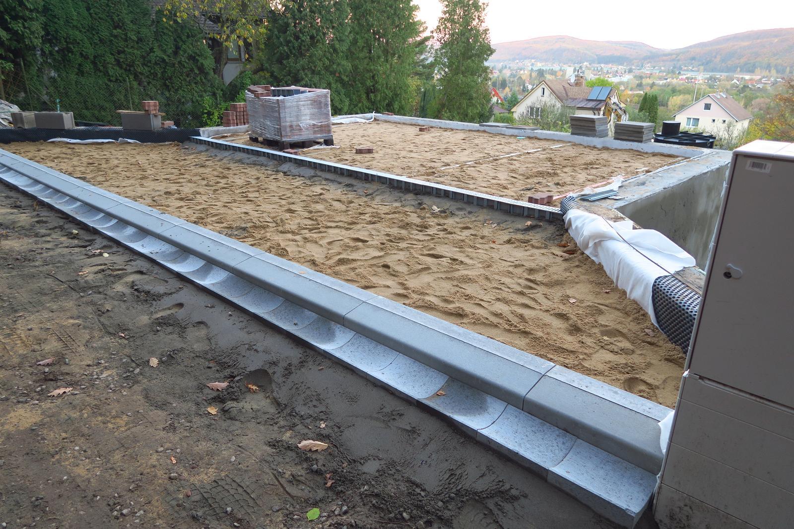 Stavba našeho bungalovu ve svahu - Obrázek č. 23