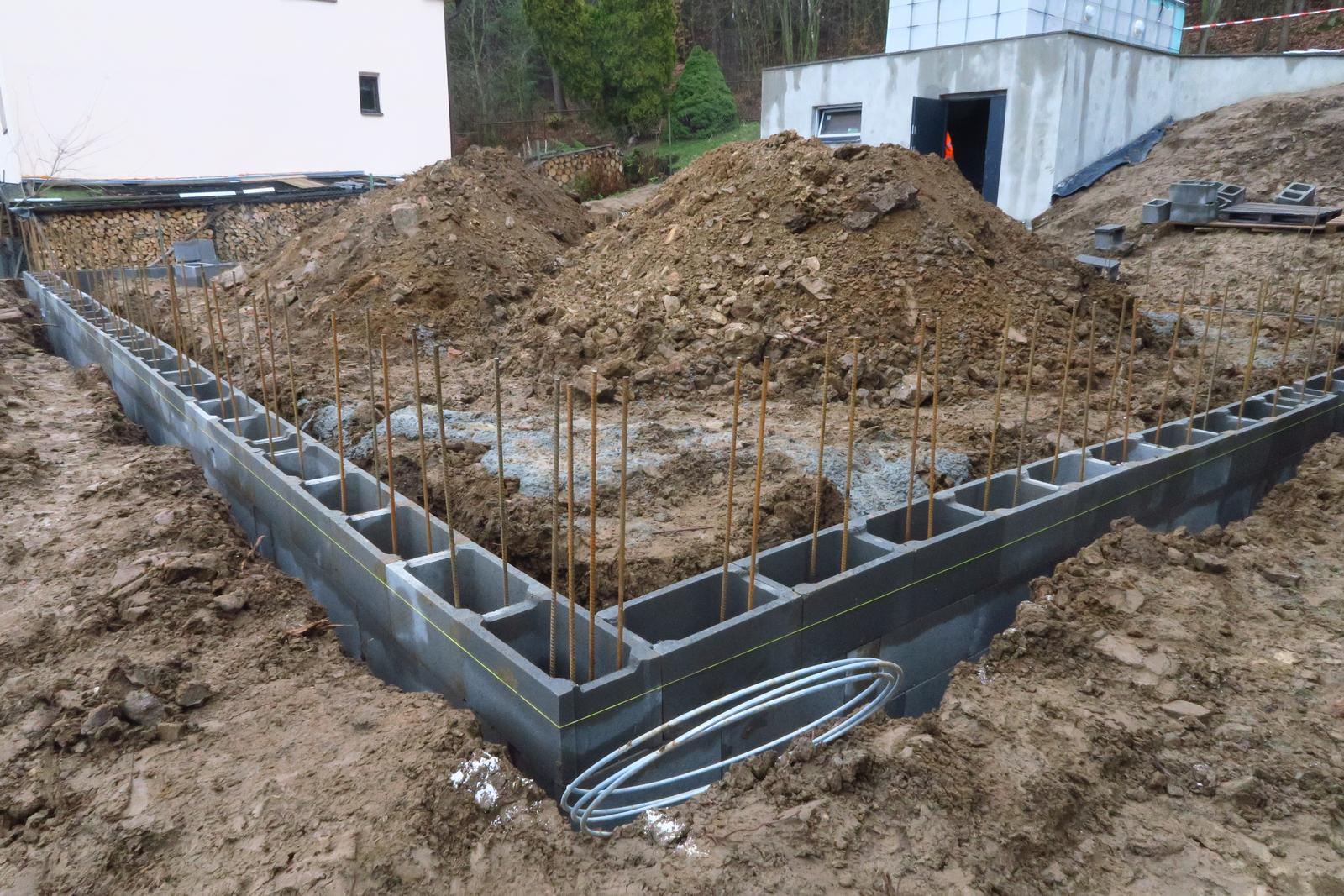 Stavba našeho bungalovu ve svahu - Obrázek č. 29