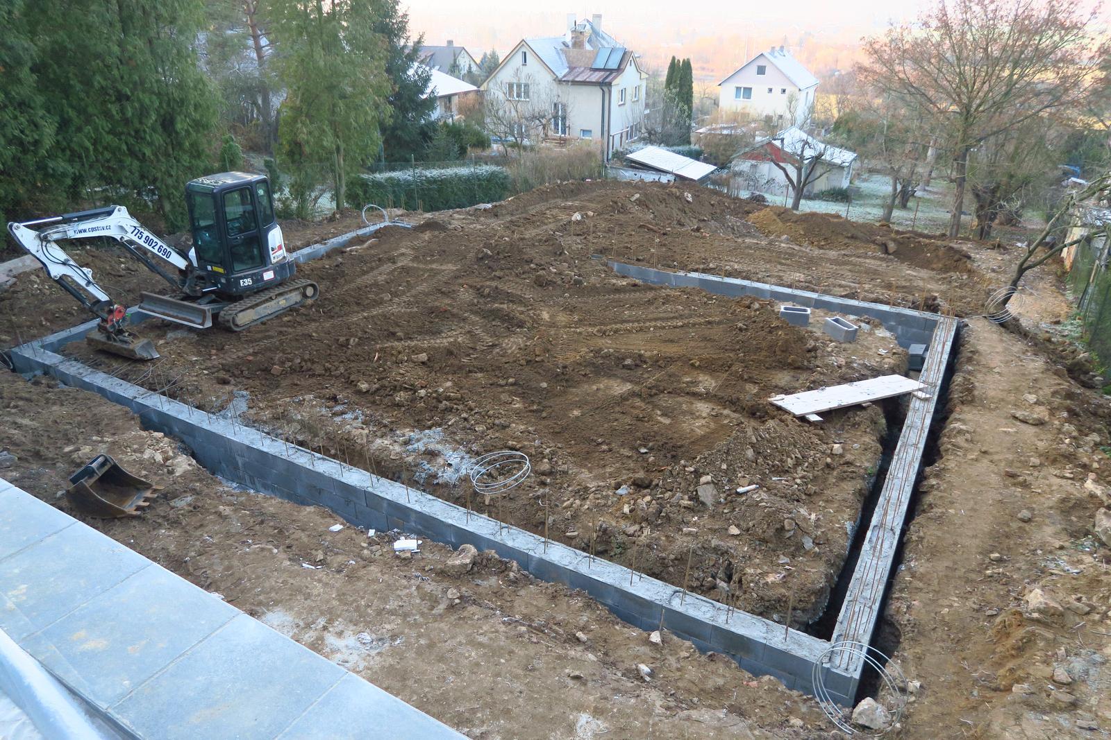 Stavba našeho bungalovu ve svahu - Obrázek č. 30