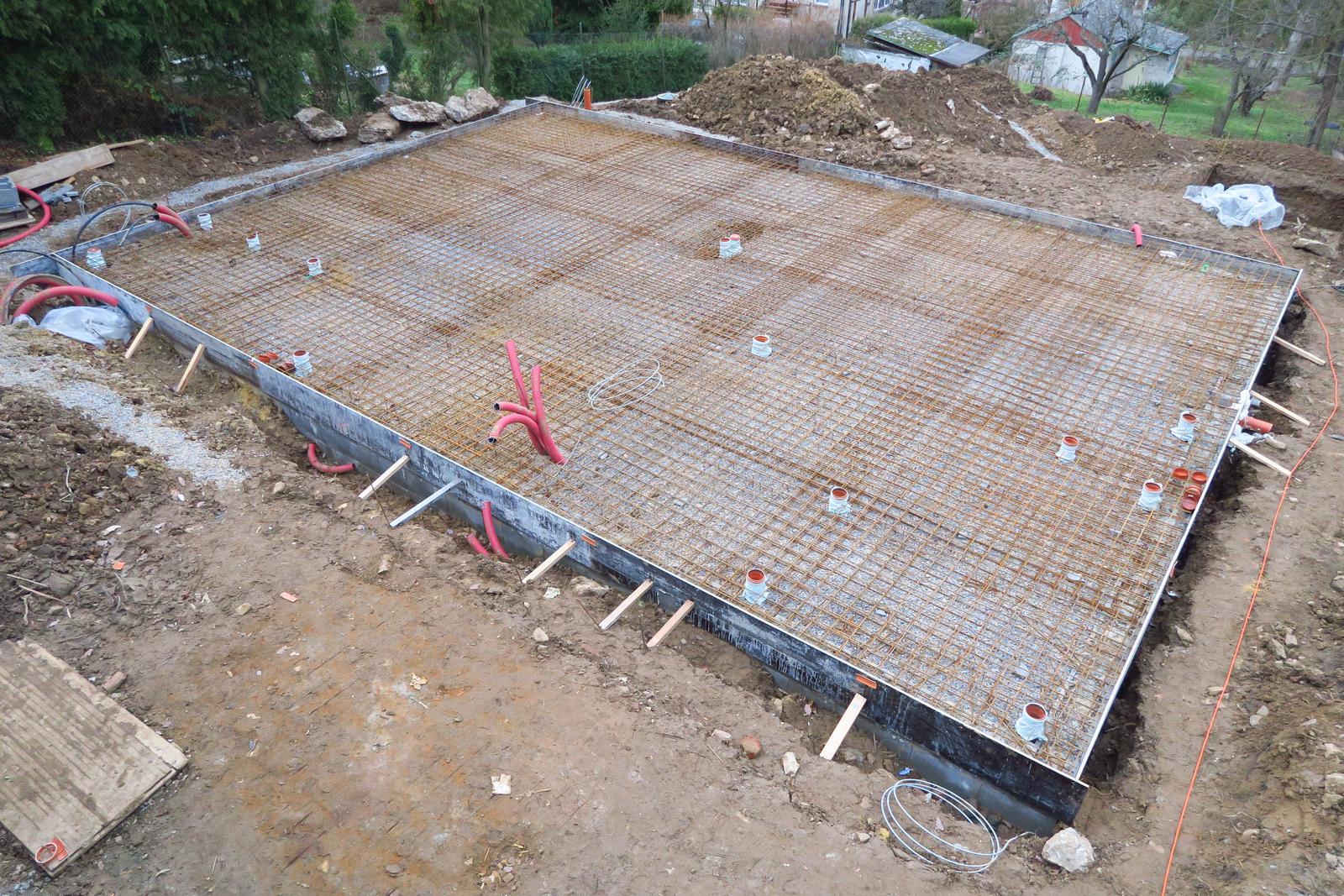 Stavba našeho bungalovu ve svahu - Obrázek č. 34
