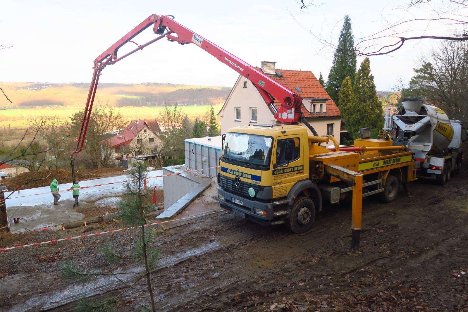 Stavba našeho bungalovu ve svahu - Obrázek č. 35