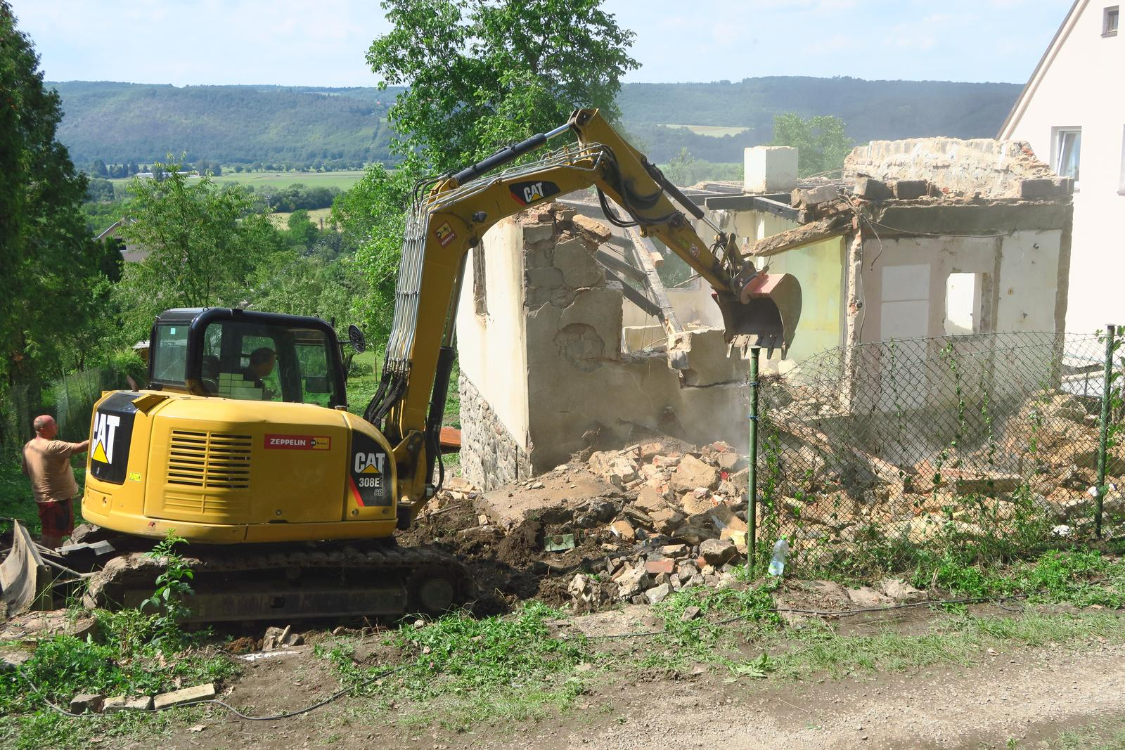 Stavba našeho bungalovu ve svahu - Obrázek č. 10