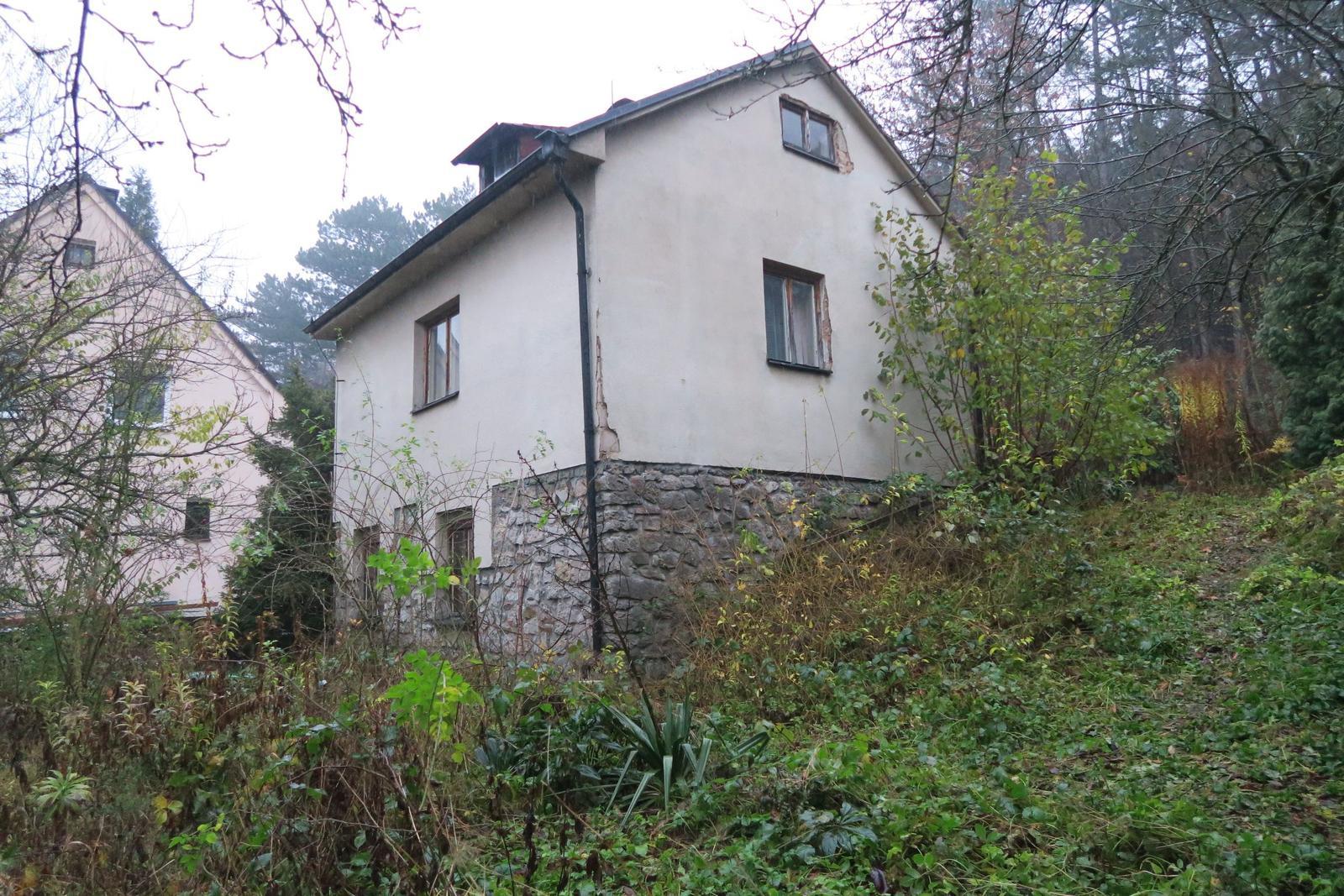 Stavba našeho bungalovu ve svahu - Původní stavba určená k demolici