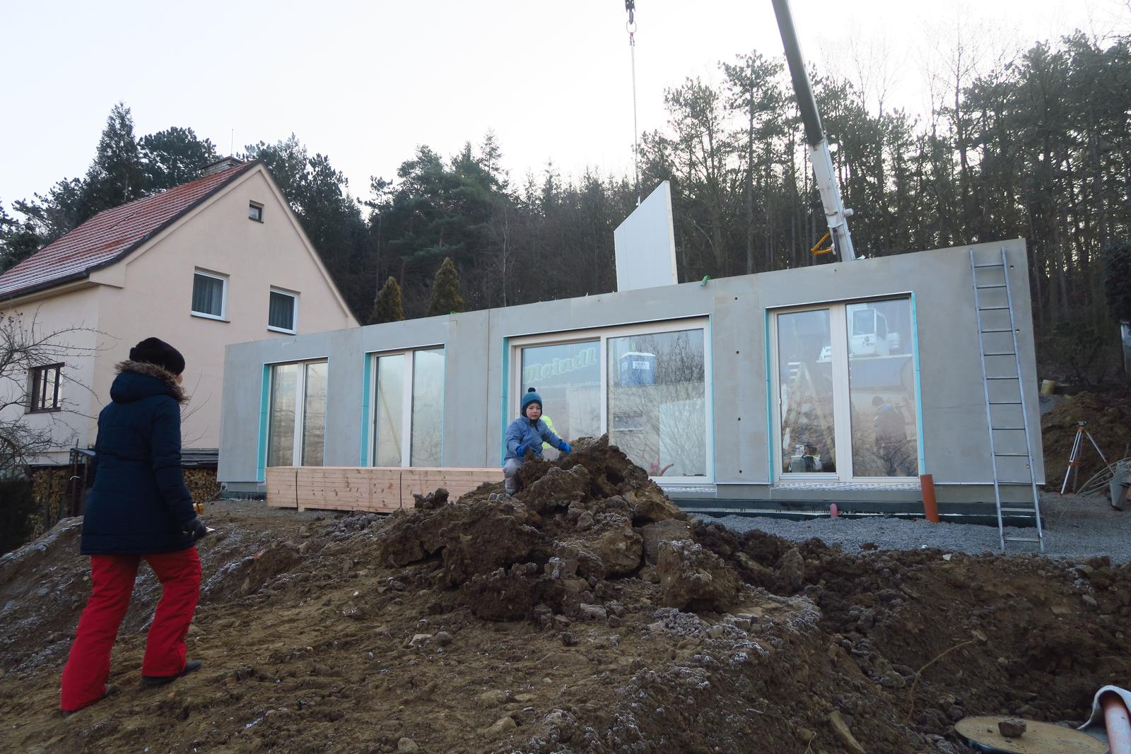Stavba našeho bungalovu ve svahu - Obrázek č. 39