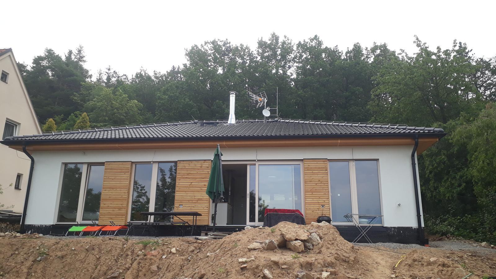 Stavba našeho bungalovu ve svahu - Obrázek č. 48