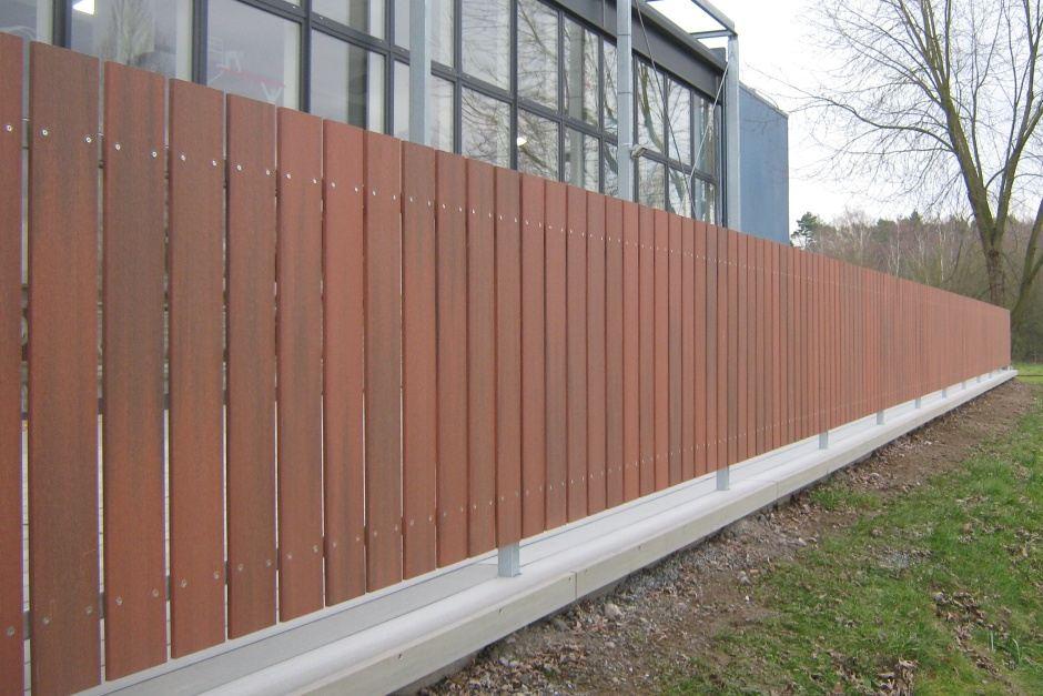 WPC plotovky Pilwood® 💪 Materiál WPC kombinuje pomer dreva 60% a vysoko kvalitný, zdravotne nezávadný polymer HDPE 40%. Plotové dosky Pilwood WPC sú vhodnou voľbou vďaka svojej vysokej odolnosti a dlhodobej životnosti bez nutnosti ochranných náterov.  Viac o tejto novinke nájdete na: 👉 www.branyposuvne.sk/komponenty-posuvnych-bran/plotovky - Obrázok č. 2