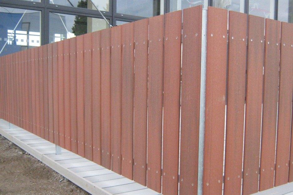 WPC plotovky Pilwood® 💪 Materiál WPC kombinuje pomer dreva 60% a vysoko kvalitný, zdravotne nezávadný polymer HDPE 40%. Plotové dosky Pilwood WPC sú vhodnou voľbou vďaka svojej vysokej odolnosti a dlhodobej životnosti bez nutnosti ochranných náterov.  Viac o tejto novinke nájdete na: 👉 www.branyposuvne.sk/komponenty-posuvnych-bran/plotovky - Obrázok č. 3