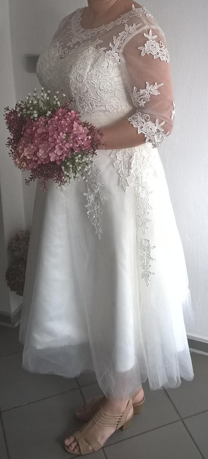 Svadobné šaty s čipkou v midi dĺžke - Obrázok č. 1