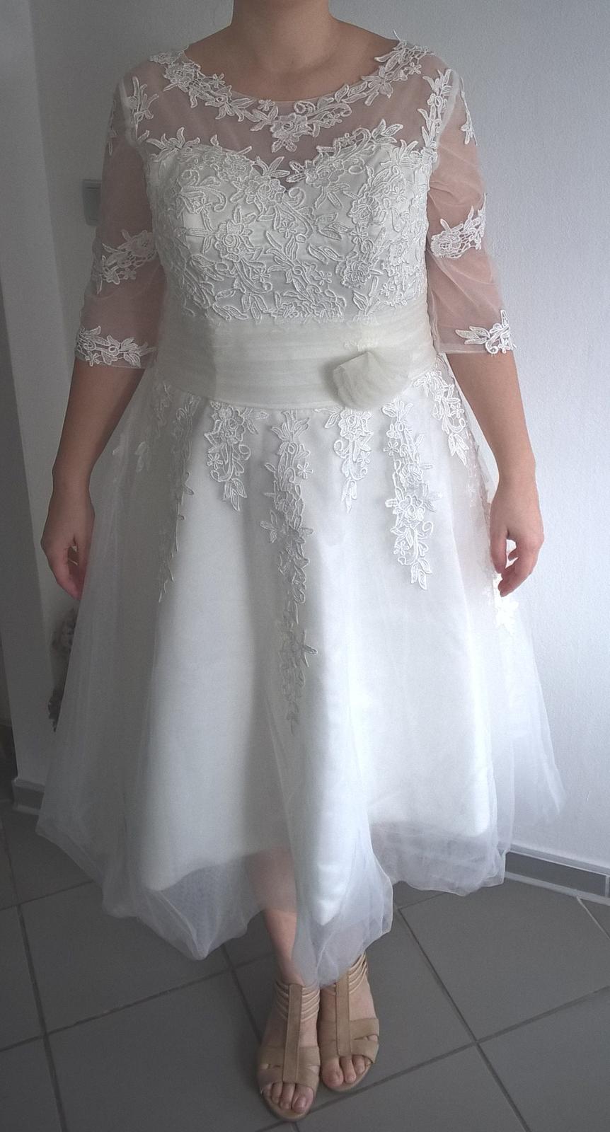 Svadobné šaty s čipkou v midi dĺžke - Obrázok č. 2