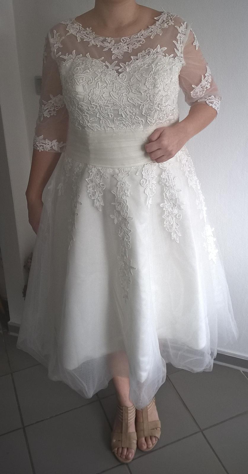 Svadobné šaty s čipkou v midi dĺžke - Obrázok č. 3