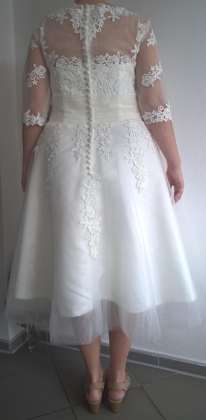 Svadobné šaty s čipkou v midi dĺžke - Obrázok č. 4