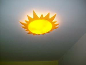 světlo na stropě