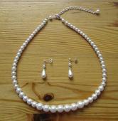 Perlová souprava (náhrdelník a náušnice),