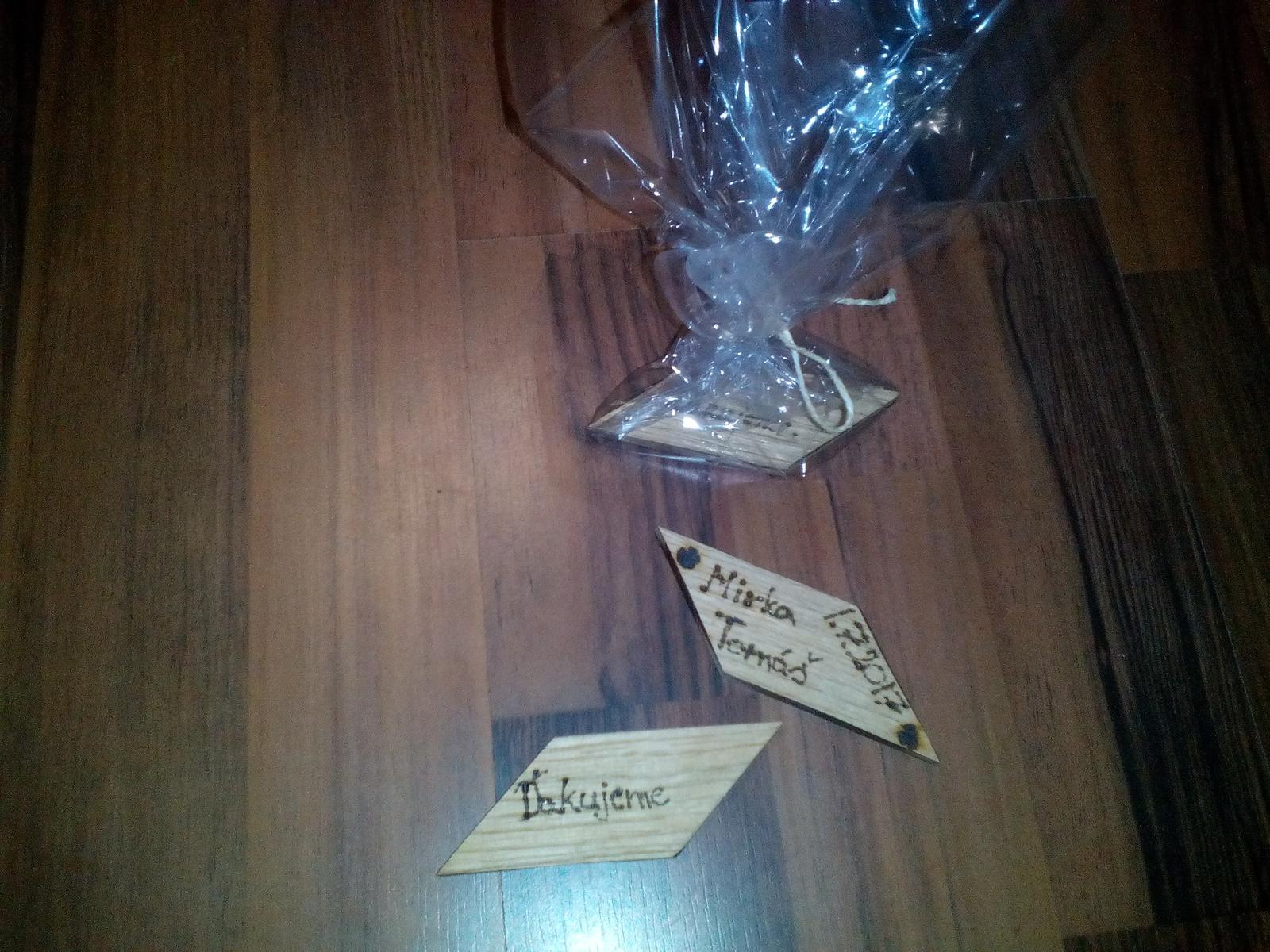 Naše handmade darčeky... jedna strana, druhá strana a zabalený výsledok :) - Obrázok č. 1