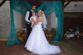 Sněhobílé korzetové svatební šaty, 40