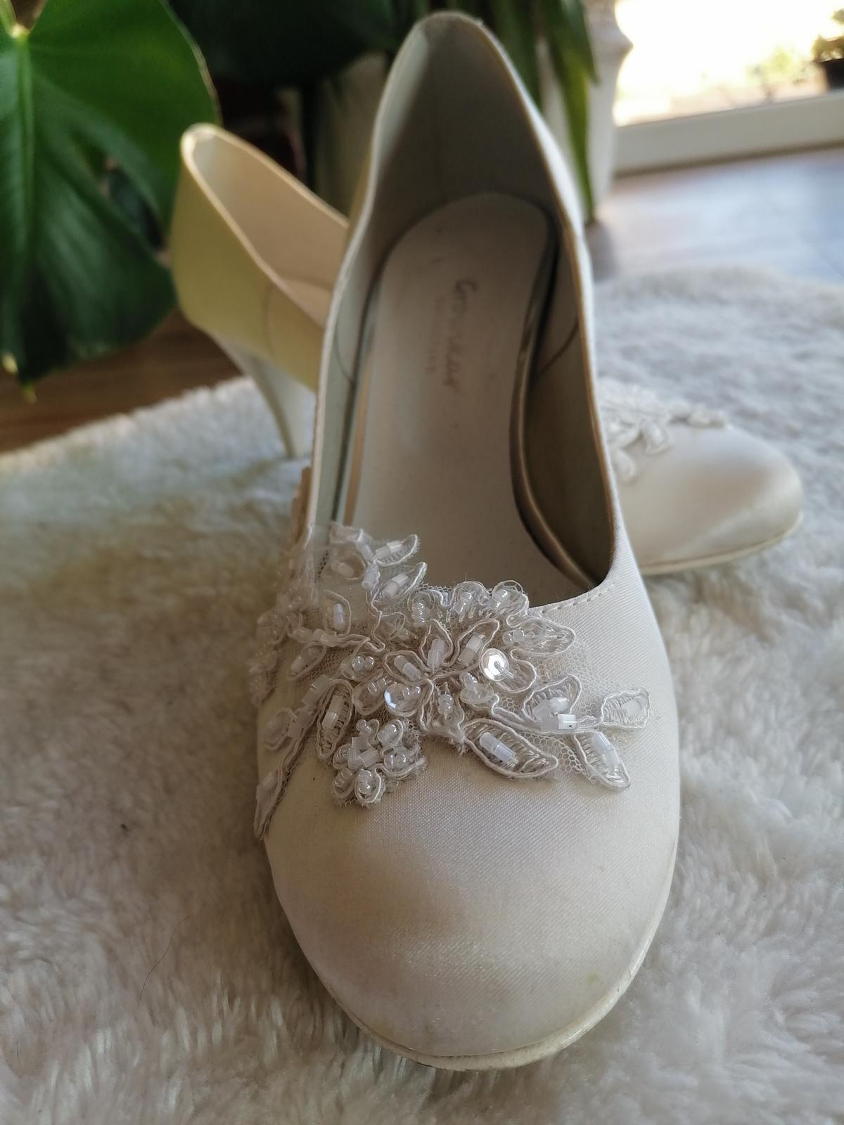 Svadobné topánky s krajkou - Obrázok č. 1