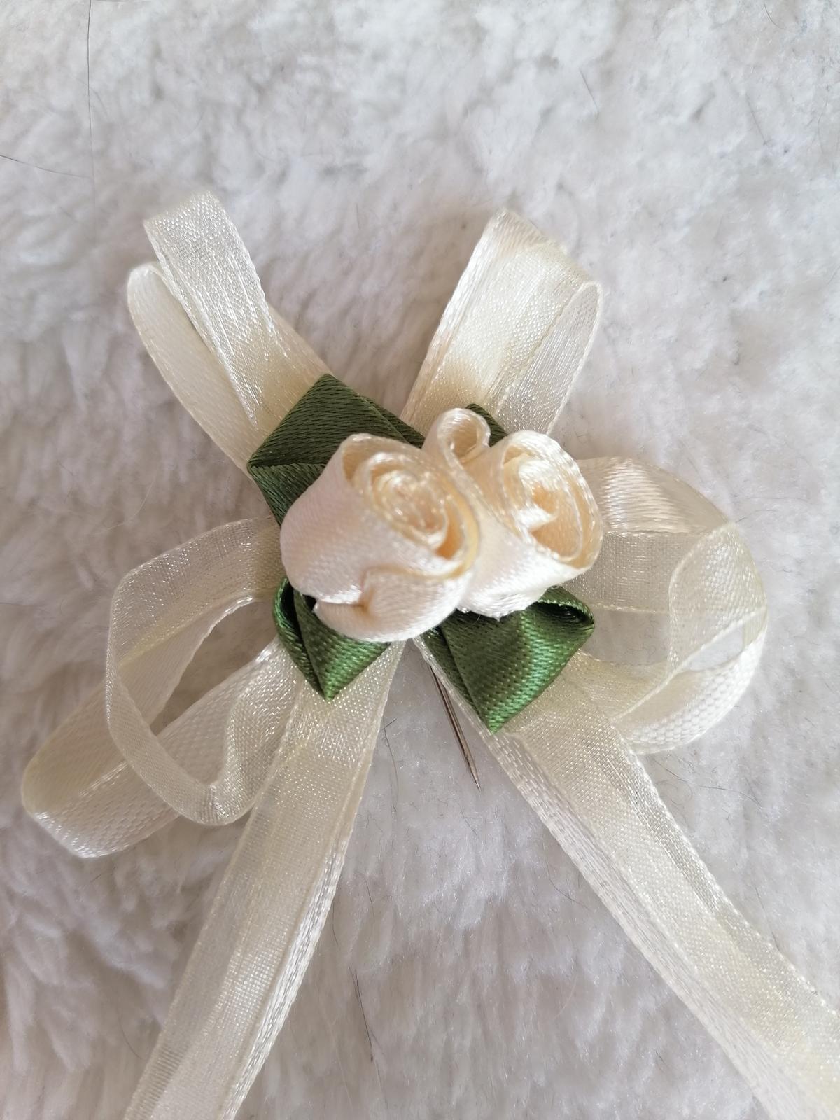 Smotanvé pierka pre svadobčanov - Obrázok č. 1