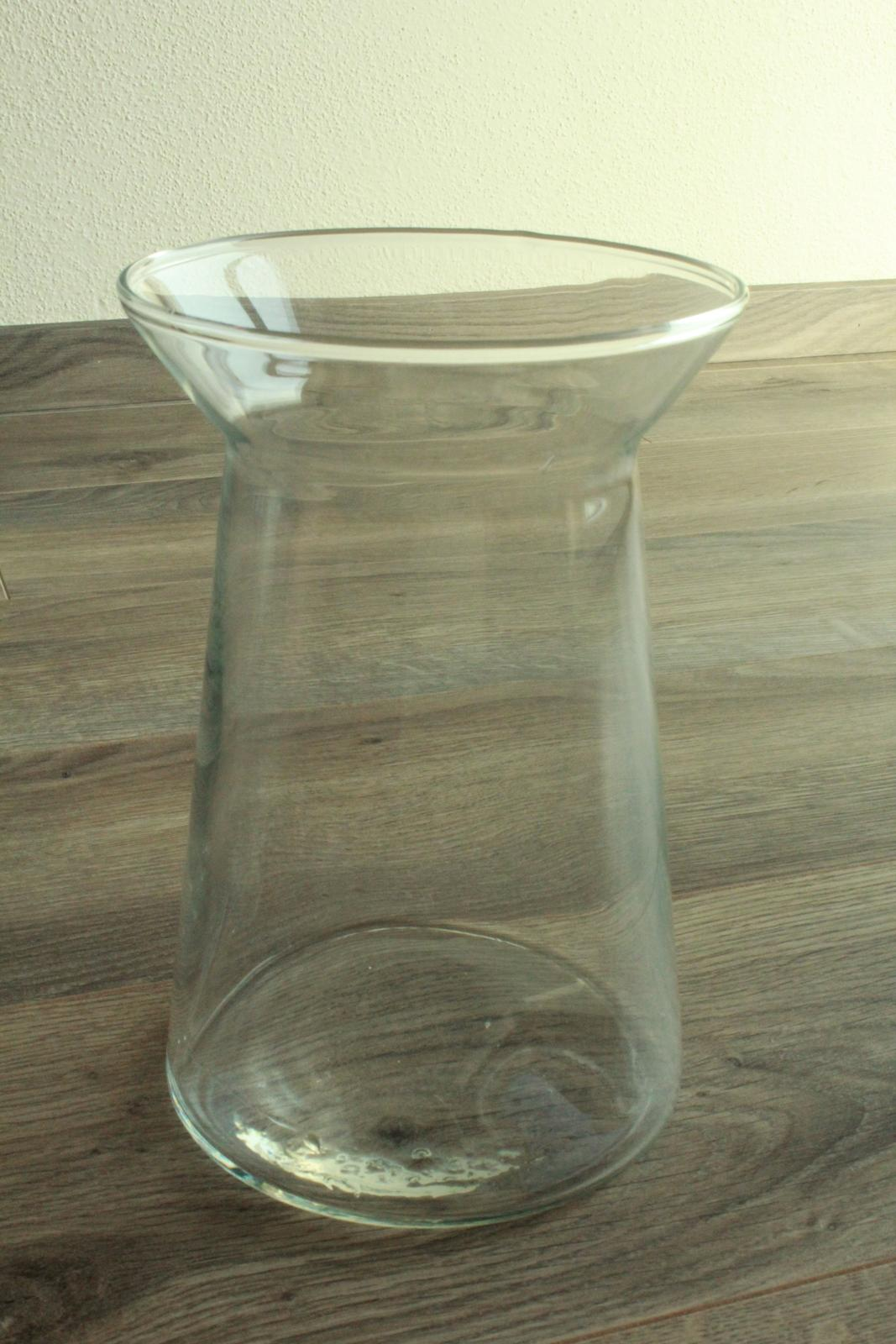 Moderní skleněné vázy - Obrázek č. 3