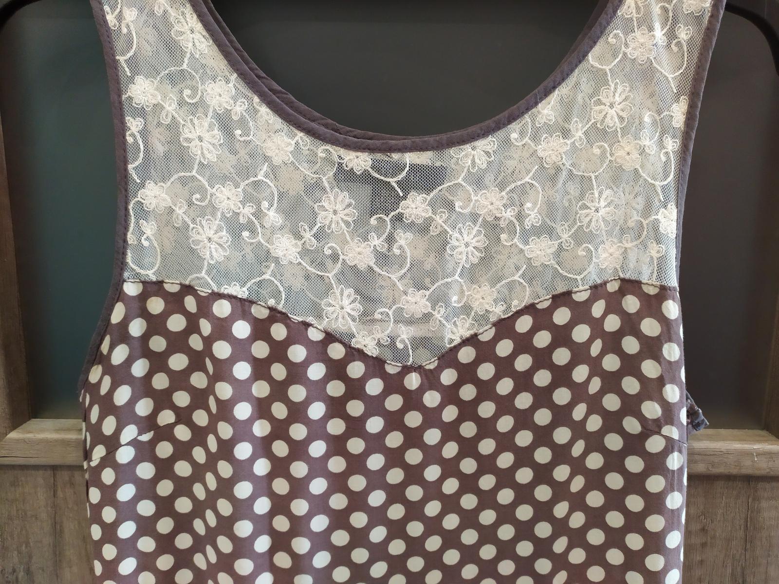 Popůlnoční puntíkaté šaty s krajkou zn. Orsay vel. 38/40 - Obrázek č. 1