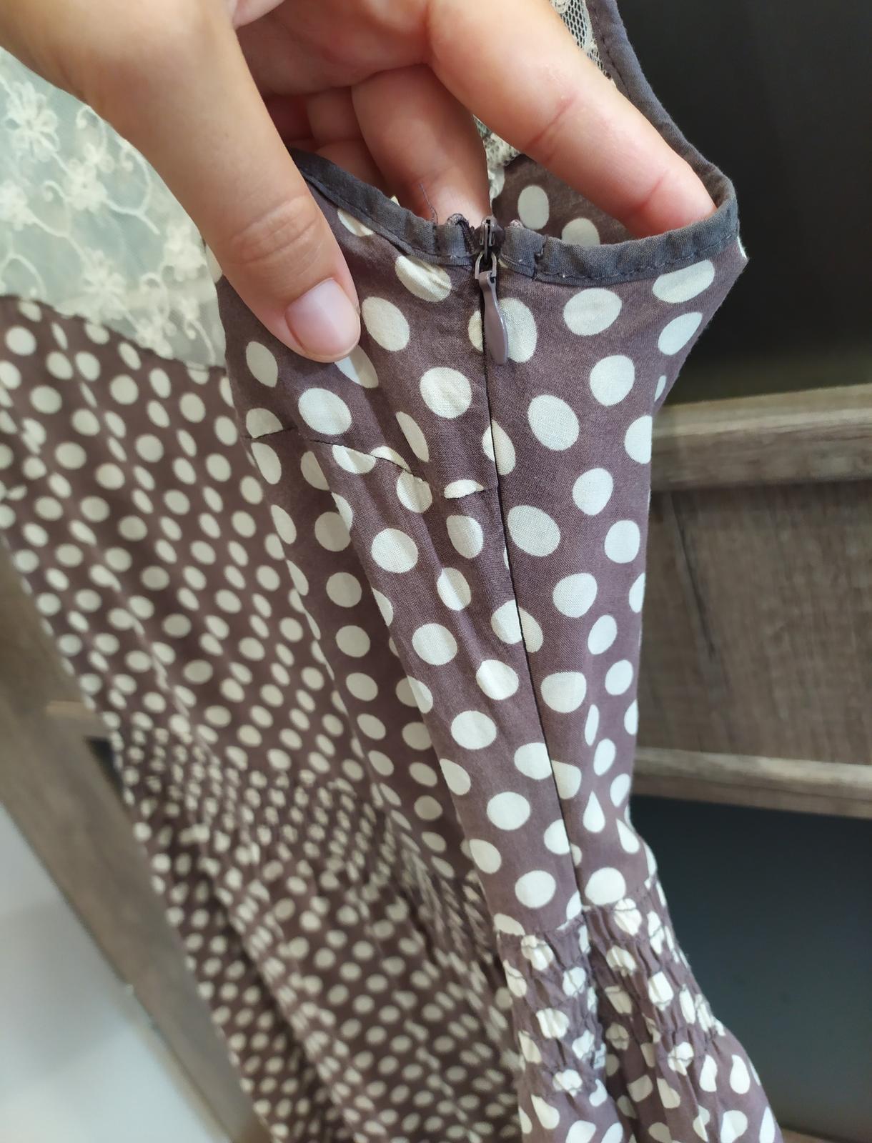 Popůlnoční puntíkaté šaty s krajkou zn. Orsay vel. 38/40 - Obrázek č. 2
