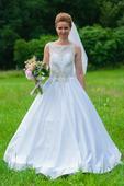 svadobné šaty so zdobenou vrchnou časťou + závoj, 36
