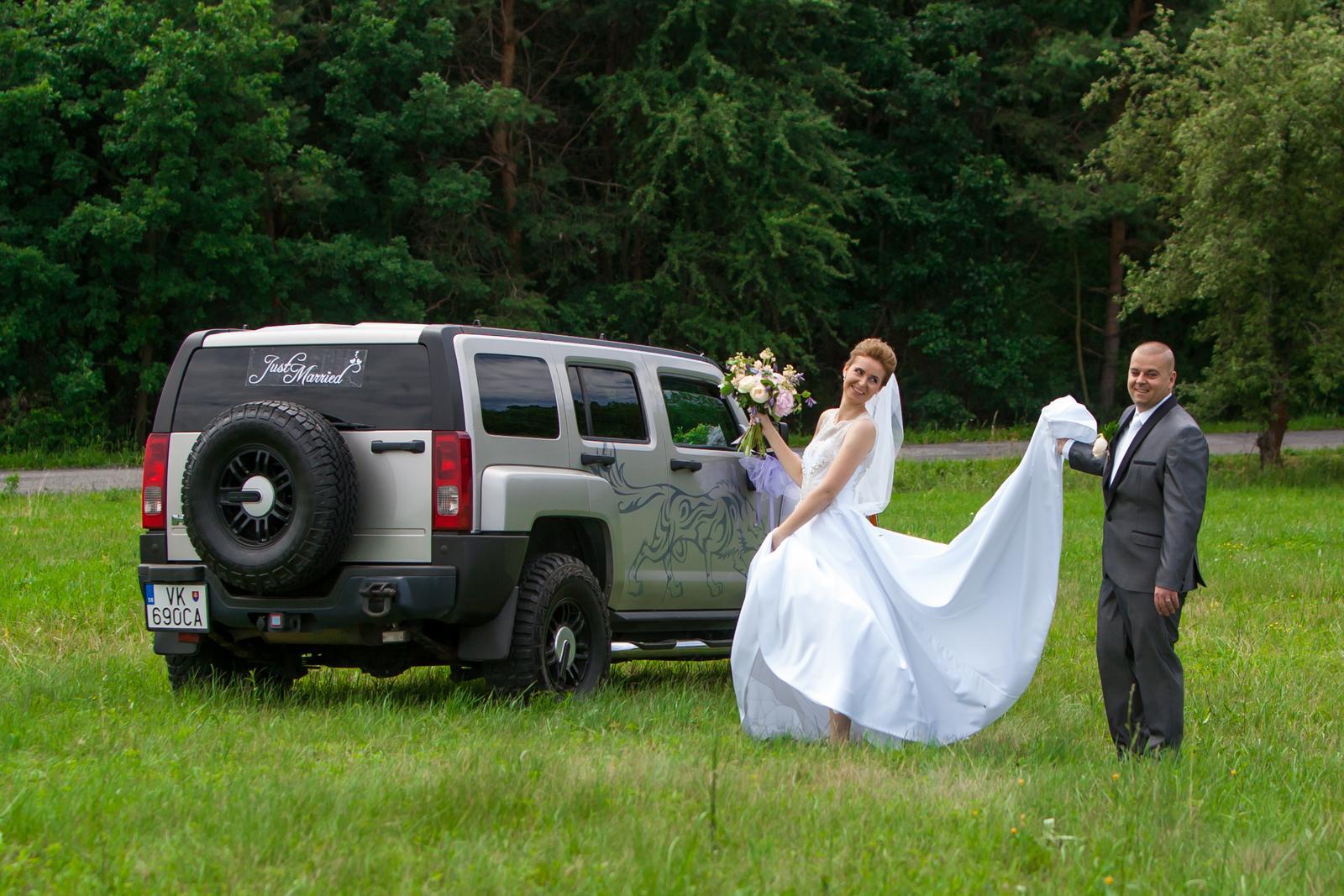 Svadobné šaty so zdobenou vrchnou časťou + závoj - Obrázok č. 4