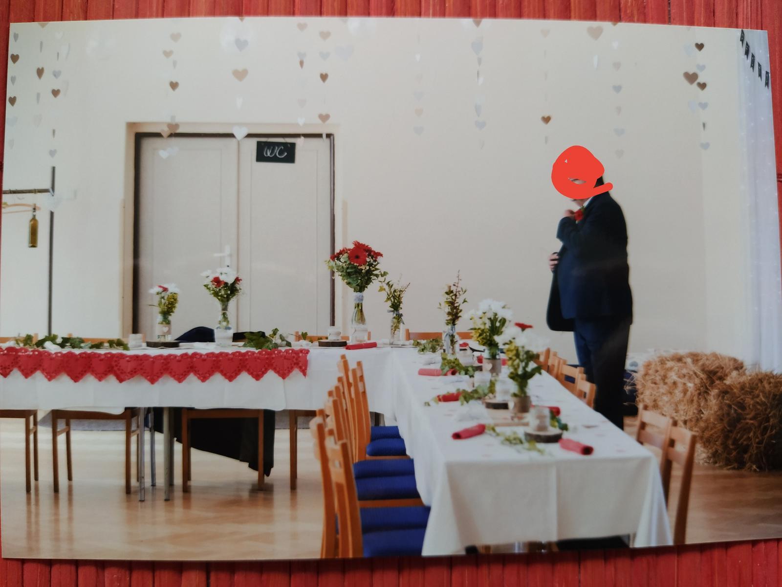 Bílé a béžové srdíčka svatební dekorace - Obrázek č. 4