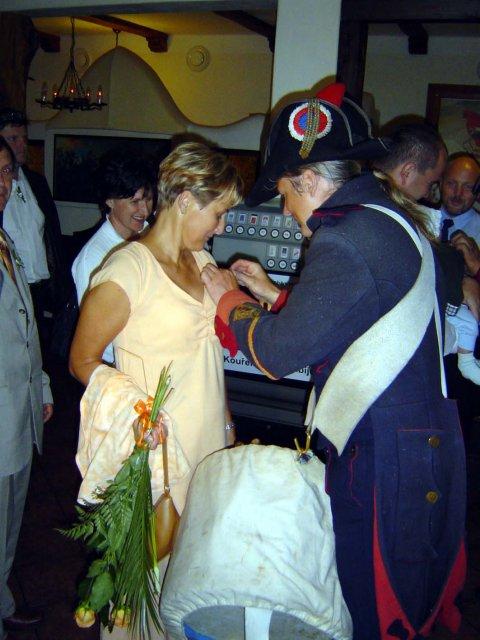 Mirka{{_AND_}}Franta - dekorovani svatebcanu za odvahu, ze do toho s nami sli, tady moje maminka