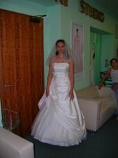 Zkouška šatů týden před svatbou