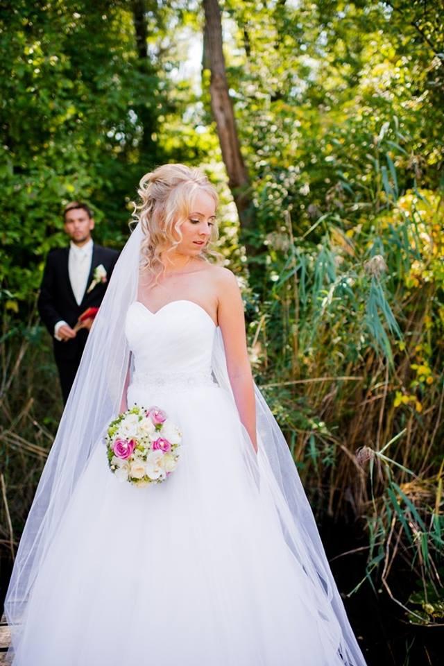 Svadobné šaty-ihneď k odberu - Obrázok č. 1