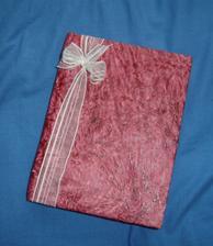 na poslední chvíli koupená svatební kniha....