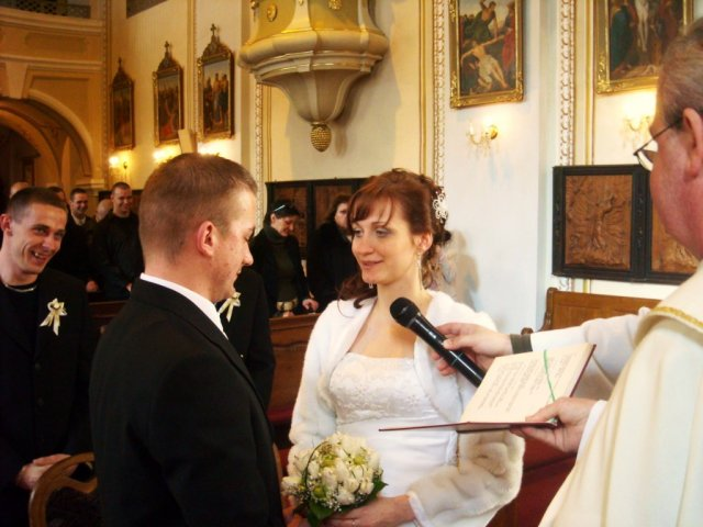 zuzana osuchova{{_AND_}}juraj molnar - pri mojom sľube som rozosmiala cely kostol:)pretože namiesto ja zuzana beriem si teba juraj som povedala ja juraj beriem si teba:)