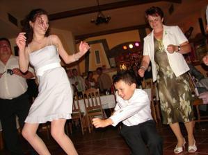 A tančilo se až do ranních hodin, hlavně můj malej bráška!!!!