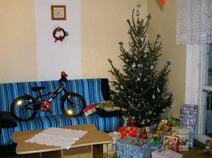 stromek s dárečkama