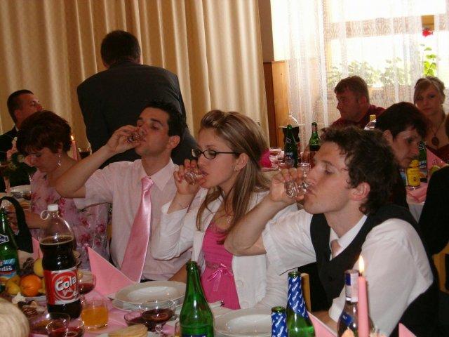 Martina Mojtová{{_AND_}}Anton Adamec - takto sa pije na slovenskej svadbe