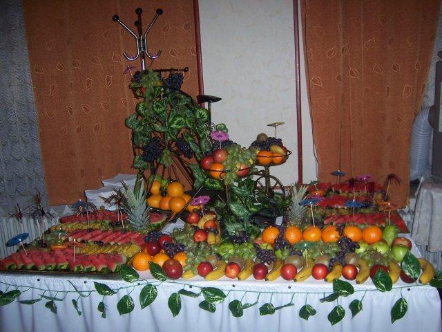 Katka{{_AND_}}Slavko - prekrasne  nam urobili ovocny stol