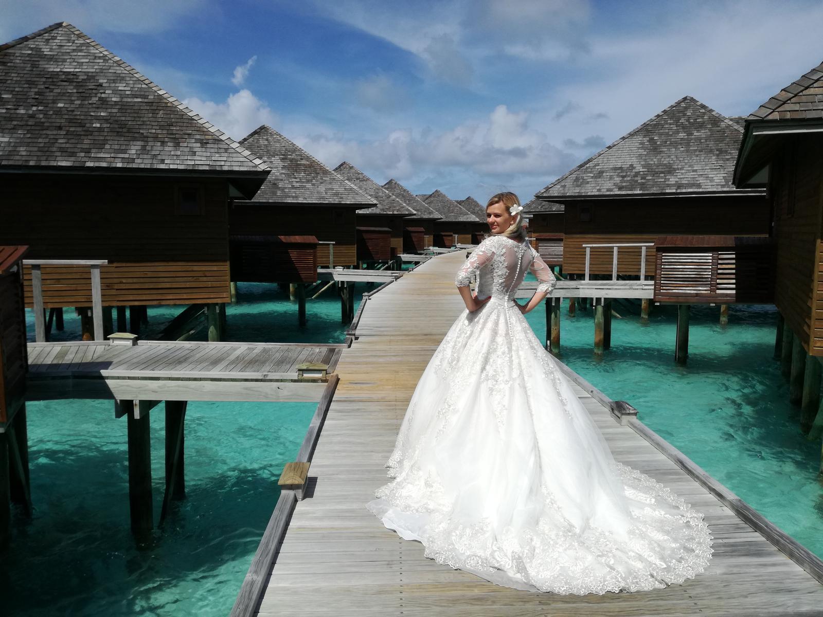 Naša nevestička ANIČKA v šatách ♥ EILIYAH ♥ na Maledivách - nevesta ANNA v šatách EILIYAH na Maledivách
