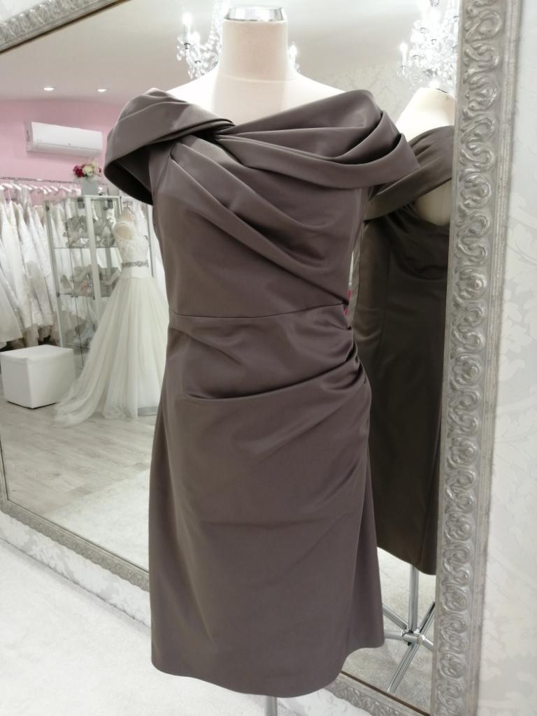 Krátke spoločenské šaty pre moletky - Obrázok č. 1