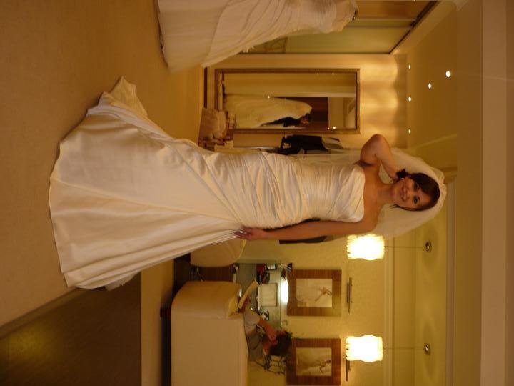 Svadba 6.8.2011 - Moje šatočky so strapatým závojom