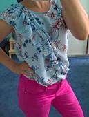 Bledě modrá, květovaná halenka zn.Orsay, 38