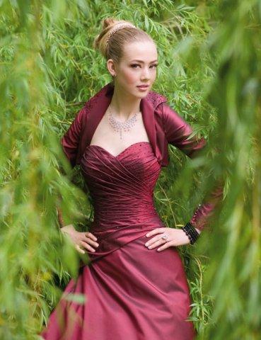 Krááásne červeno-biele šaty - Obrázok č. 23