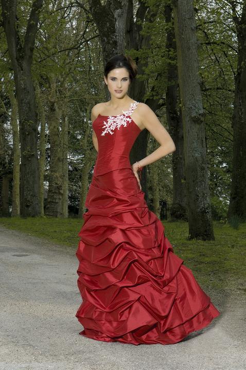 Krááásne červeno-biele šaty - Obrázok č. 34