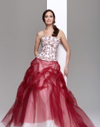 Krááásne červeno-biele šaty - Obrázok č. 77